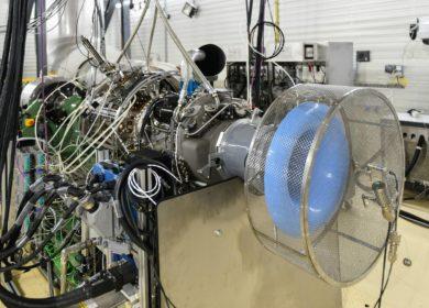 Во Франции испытали вертолетный двигатель, работающий полностью на биотопливе